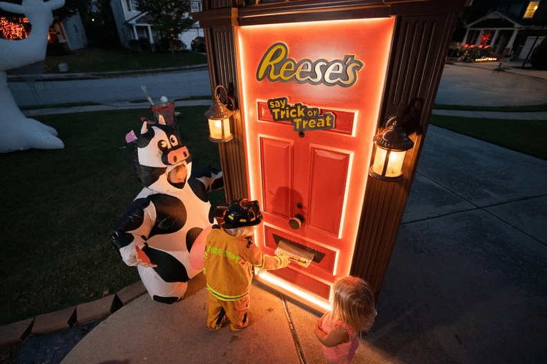 What is Reese's Trick-or-Treat Door